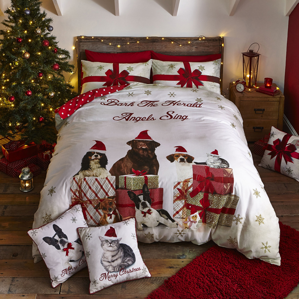 Christmas Party Animal King Size Quilt Set Gold