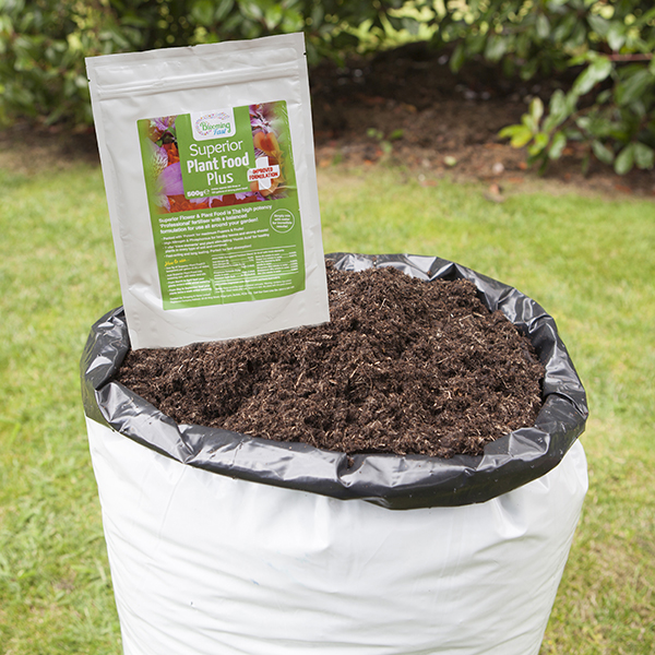 80L Compost and 500g Blooming Fast Superior Soluble Feed No Colour
