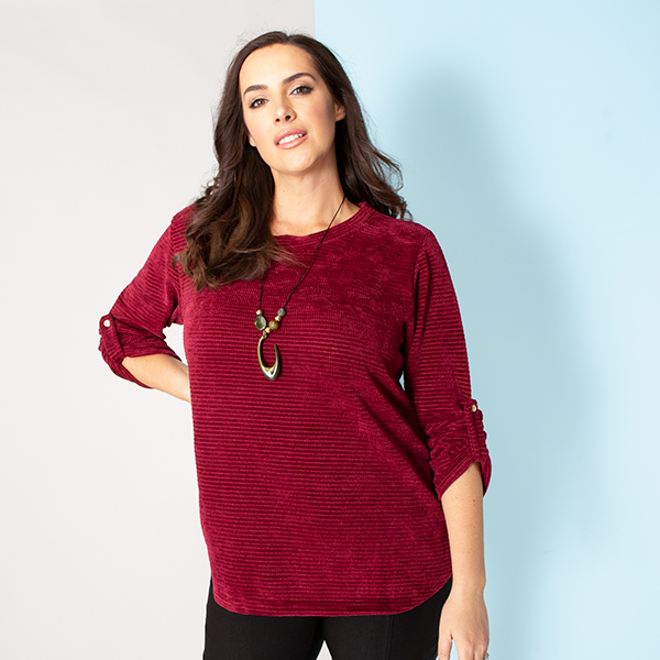 Sugar Crisp Velour Top with Necklace Wine